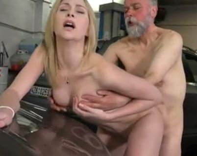 mies panee miestä pillua siskolta