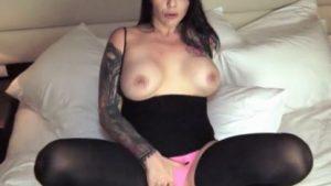 Viskipullo anaalissa saa nartun ejakuloimaan