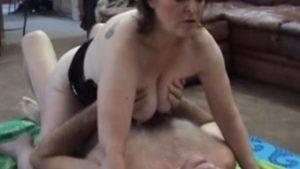Milf Mamma nussii rankasti ukon körilään kanssa – amatööripornoa