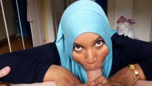 Musliminainen antaa hyvän suihinoton